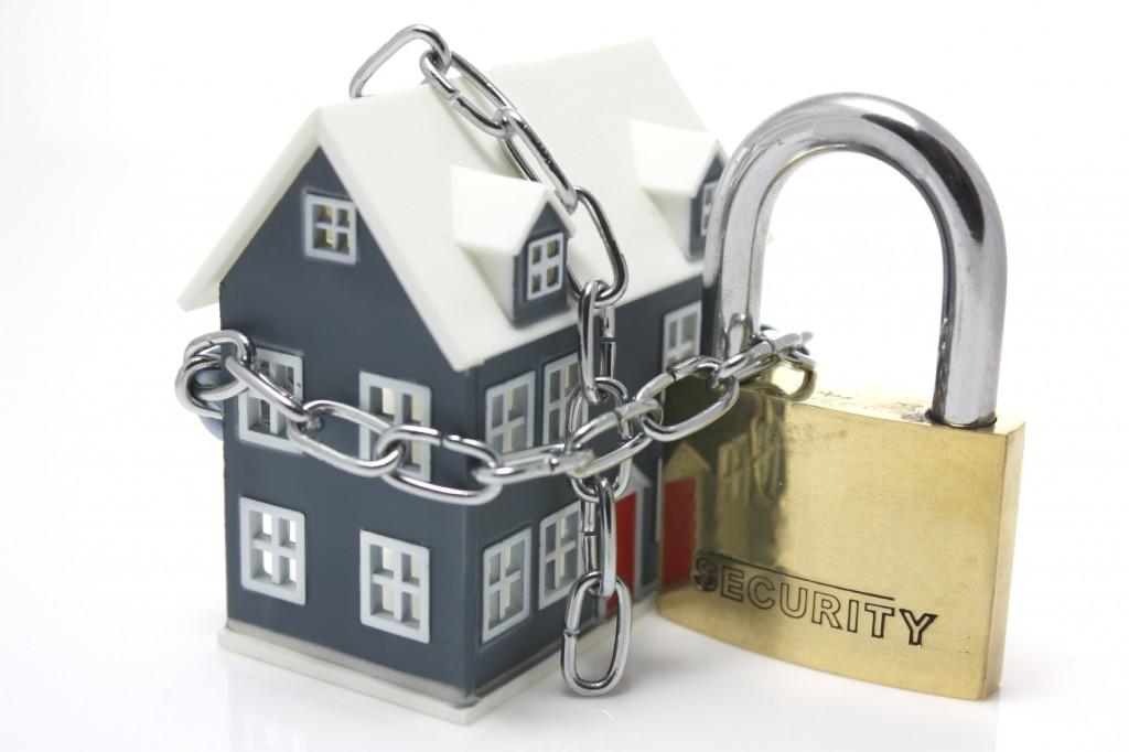 melindungi rumah saat liburan