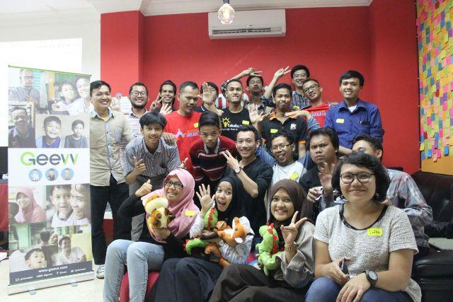 Geevv Indonesia foto bareng Keluarga Blogger Jakarta