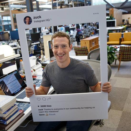 mark zuckerberg menutup webcam pada laptopnya