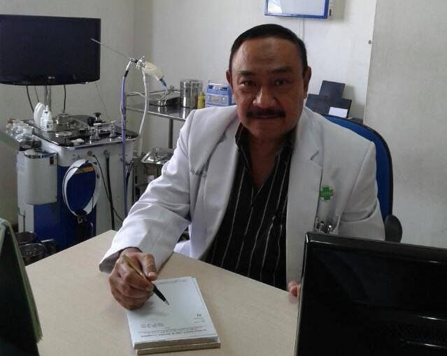 Dr. Eddy Mahidin, SpTHT masih tetap menjalankan kegiatan pelayanan kesehatan sebagai dokter spesialis.