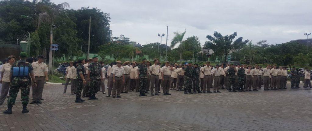 Kegiatan apel pagi dilanjutkan dgn kegiatan pemeriksaan kelengkapan administrasi perorangan