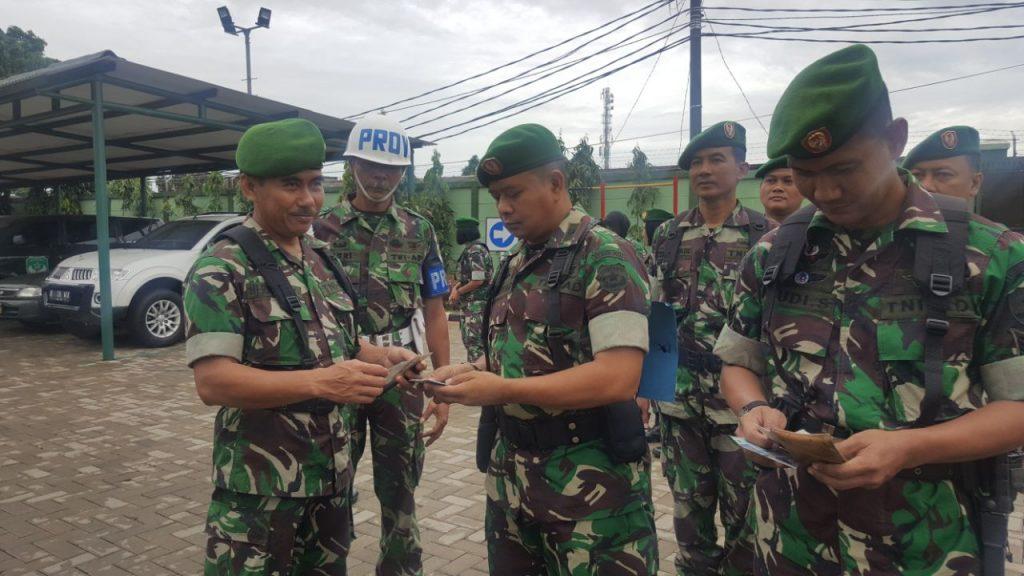 Pemeriksaan kelengkapan para perwira dilaksanakan oleh Ka SPI Letkol Ckm Herman Wahyugianto