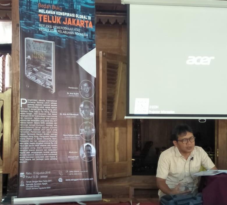 Bedah Buku Melawan Konspirasi Global di Teluk Jakarta 2