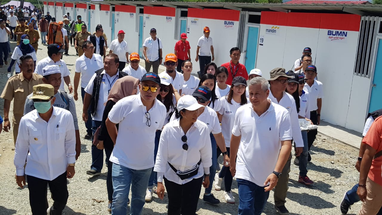 Rohan Hafas menjelaskan kepada Menteri BUMN saat berkunjung di Palu